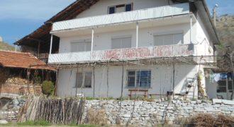 Къща за продажба в района на Сандански