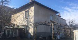 Продава къща на 10 км от Сандански