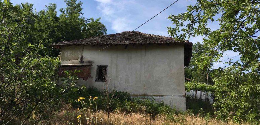 Продава къща в село на 10км от гр. Сандански