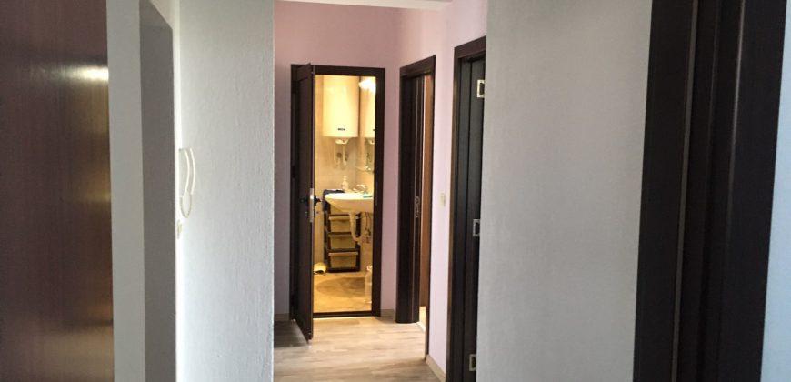 Продава тристаен апартамент в Сандански.