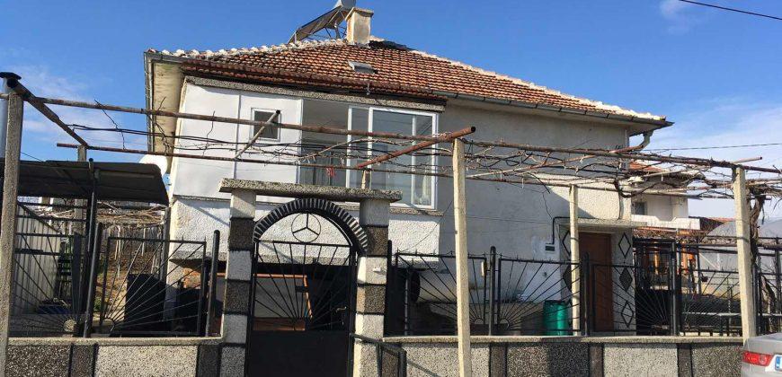 Къща за продажба близо до Сандански