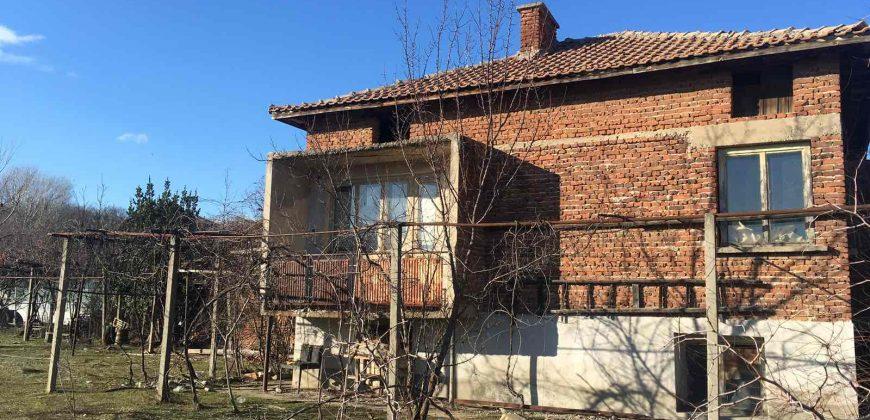 Продава къща около Сандански.