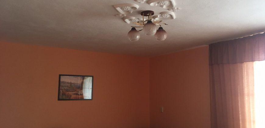 Продава етаж от къща