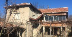 Продава къща около Сандански