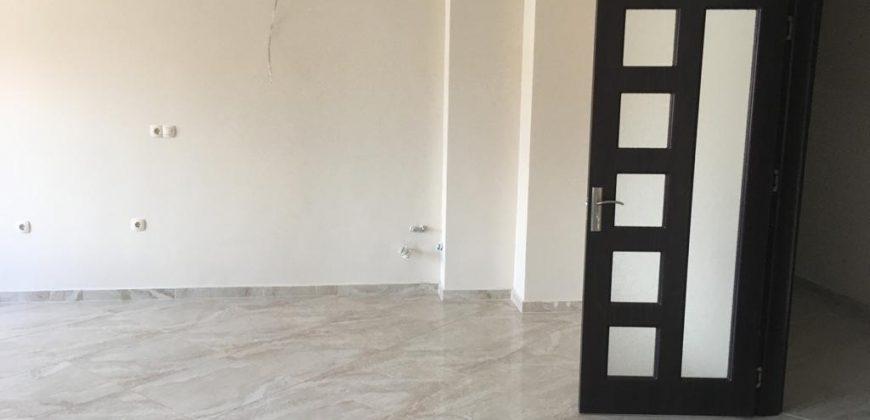 Продава тристаен апартамент в центъра на Сандански до парка